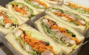 【3/10 土曜マルシェ】大和家ベーカリーカフェ。今月はチキンの野菜たっぷりサンドです!