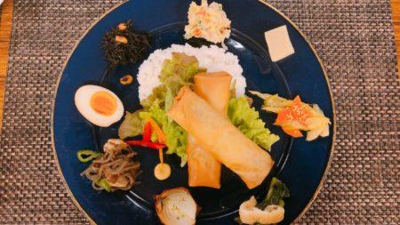 【3/10 土曜マルシェ】今月のはっちゃんプレートは春巻き2種+お惣菜8種盛り!