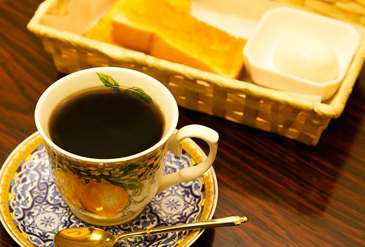 ランチも充実、噺家のご贔屓も数多い、長年愛される名喫茶