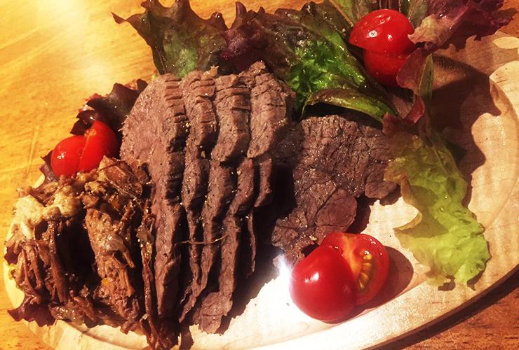 精肉卸直送の厳選和牛を生かした多彩な肉料理を、カジュアルに楽しめる街のニューフェイス