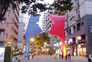 新開地のシンボルゲート・BIGMANは、全国から公募コンペで選ばれた作品を建築(2002年)。「第18回公共の色彩賞(朝日新聞社)」など多数、受賞しました