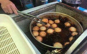 【12月5日】老舗蒲鉾店『三笠屋』のハモ天、そして具だくさんの鮭のかす汁とひれ酒でココロもカラダも温まります。