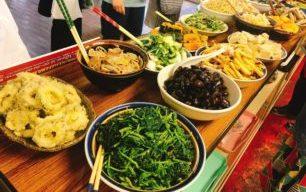 【8/3土曜マルシェ】今月のはっちゃんランチは、お惣菜いっぱいワンコイン弁当ですー!