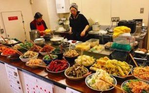 """【2月13日】みんなの""""お母さん""""『はっちゃんの台所』は今月も野菜たっぷり惣菜盛りだくさんのワンコイン弁当!"""